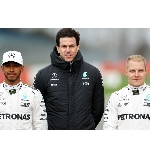 Mercedes Tak Ingin Mengunggulkan Salah Satu Pembalap