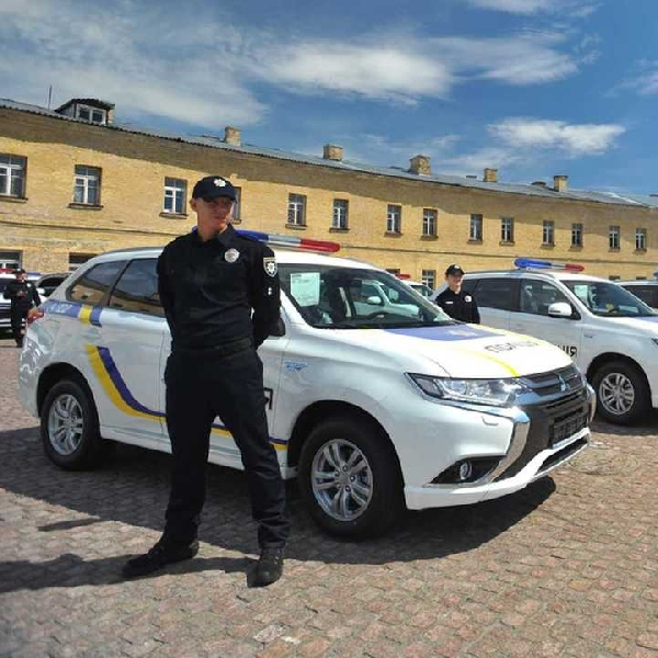 Mitsubishi Kirim 635 Unit Outlander PHEV Kepada Polisi Ukraina