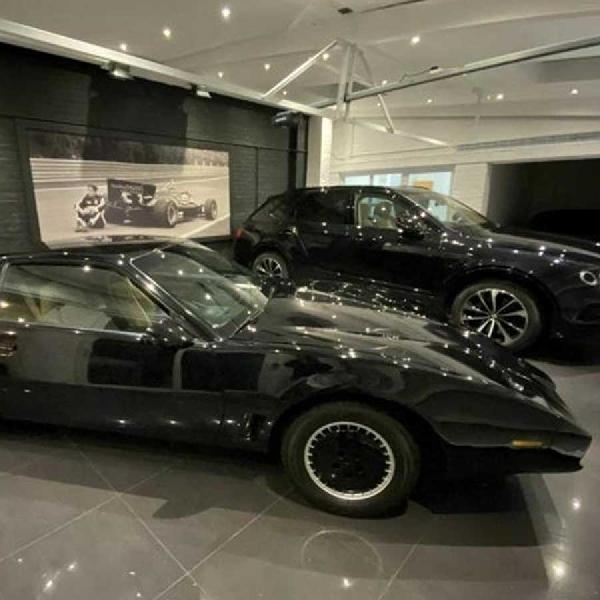 Mobil Knight Rider Milik David Hasselhoff Dilelang Seharga 1 Juta Dolar
