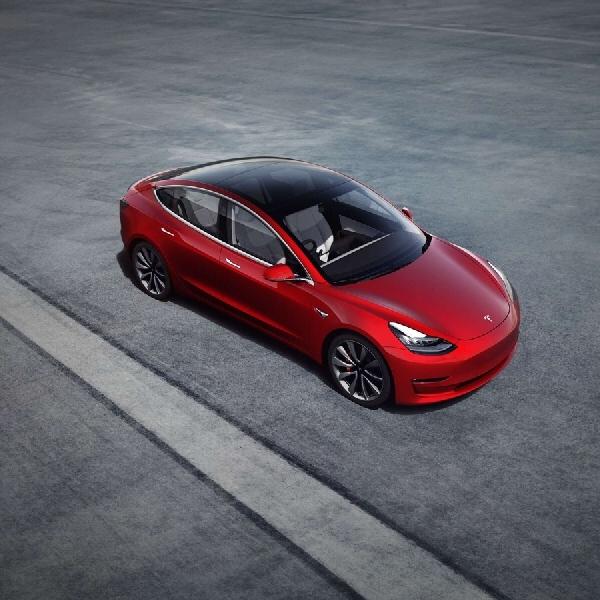Pembaruan Khusus Tesla Model 3 di Musim Dingin