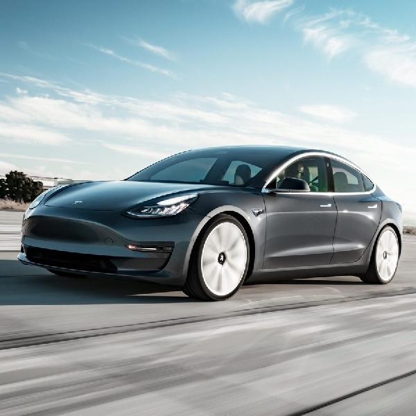 Akhirnya Tesla Model 3 Versi Murah Diluncurkan