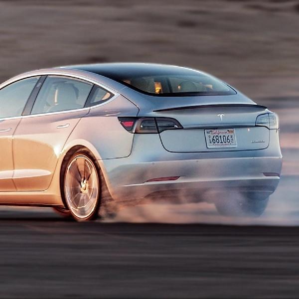 Tesla Dominasi Penjualan Mobil Premium di California
