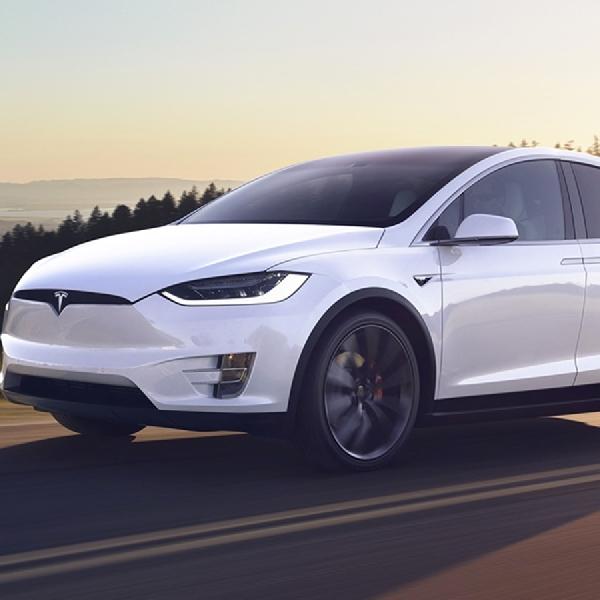 Tesla Recall 15.000 Model X