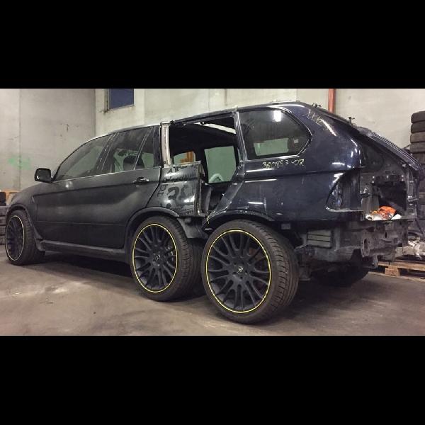 Modifikasi Ekstrem BMW X5 Enam Roda