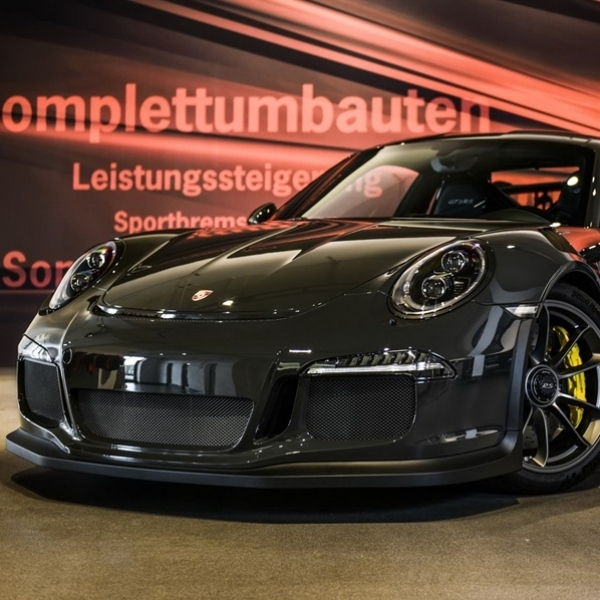 Modifikasi Porsche 911 GT3 Serba Serat Karbon