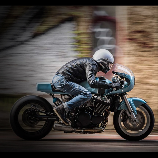 Berbasis Estetika dan Kecepatan, Triumph Legend TT Ini Dibikin Motor Drag