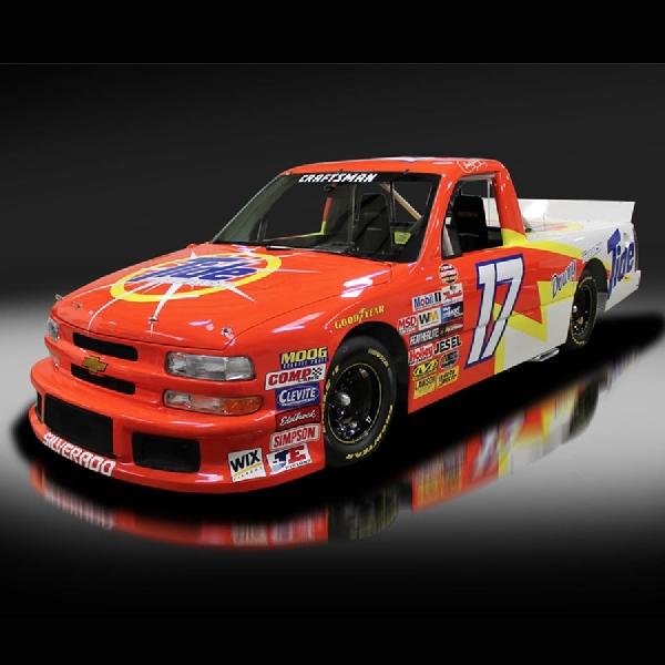 Truk NASCAR Ini Bisa Anda Kendarai Sehari-hari