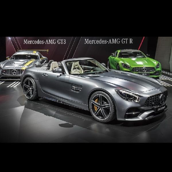 Mercedes-AMG GT C Roadster, Tampil Seksi di Paris Auto Show