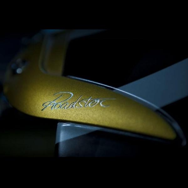 Pagani Rilis Teaser Huayra Roadster
