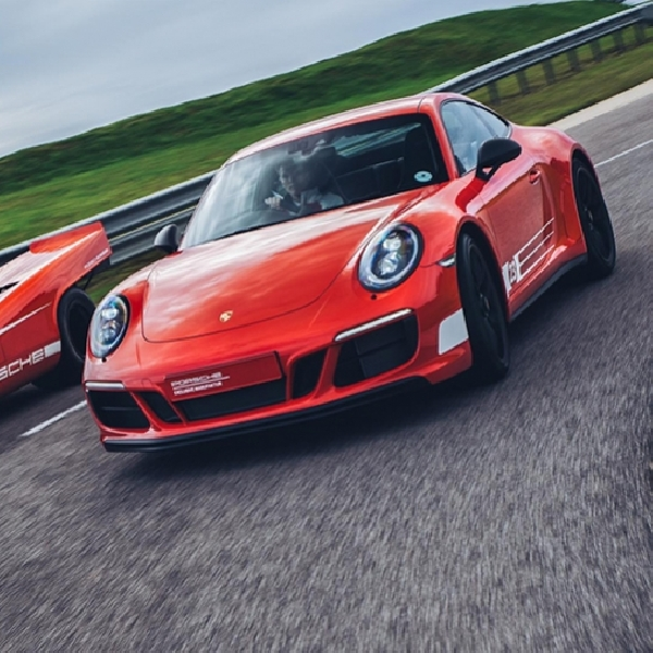 Porsche Rilis 911 Carrera 4 GTS British Legends Edition