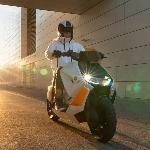 Penampakan Skuter Listrik BMW CE 04 saat Test Ride, Body Sangar Muscular