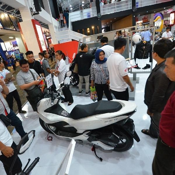 All New Honda PCX  Dilirik Banyak Mata di PRJ
