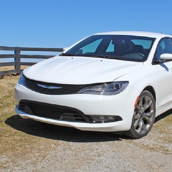 Penjualan Menurun, FCA Hentikan Sementara Produksi Chrysler 200