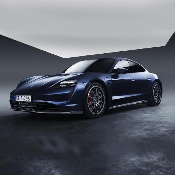 Pertama Kali, Porsche Taycan Mengaplikasikan OEM Body Kit Carbon Fiber
