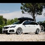 Modifikasi Minimalis Peugeot 308 Station Wagen dengan Vossen Wheels
