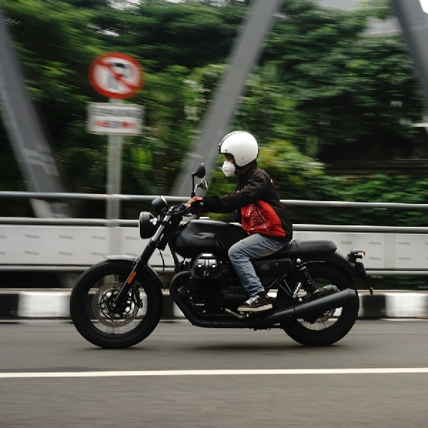 City Riding Moto Guzzi V7 III, Tenaga dan Torsi Liar Tapi Punya Kontrol Traksi
