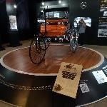 Mercedes-Benz Sumbang 'Kendaraan Lawas' di Museum Nasional