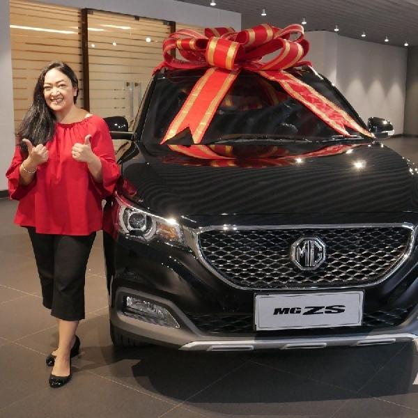 Mira Amiranti Pelanggan Pertama  SUV MG ZS di Indonesia