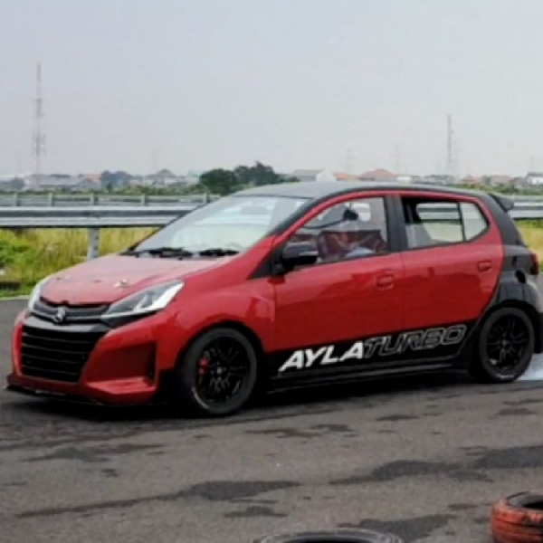 Daihatsu Ayla Turbo Unjuk Gigi di Sirkuit Surabaya