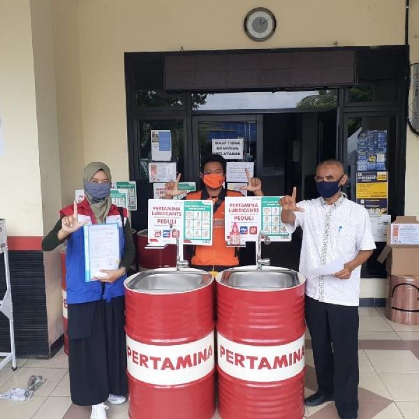 Kelurahan Koja dan Tugu Terima 11  Wastafel Daur Ulang Drum Bekas dari Pertamina Lubricants