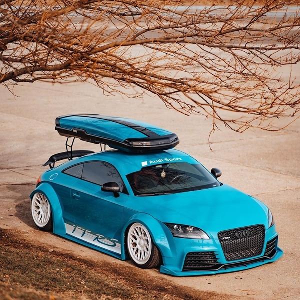 Audi TT RS Usung Warna Blue Smurf, Klimaks dari Lintasan Balap ke Pinggiran Kota
