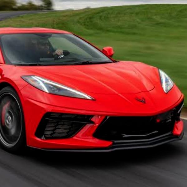 Dua Muscle Car Amerika Ini Saling Beradu C8 Corvette Versus Mustang GT500
