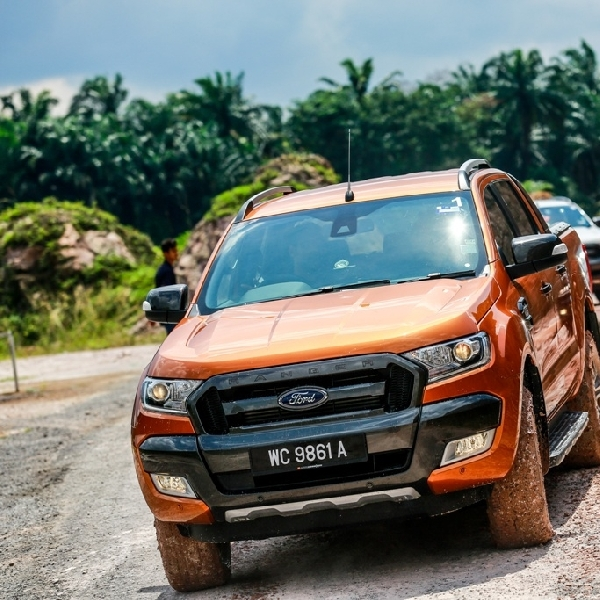 Pick-up Ford Ranger Sabet Pengahargaan Car Of The Year 2015 di Malaysia