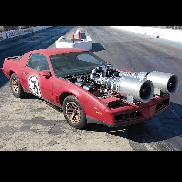 Tim Hoonigan Memodifikasi Dual Turdos Pontiac Firebird V8  untuk Fun Drag