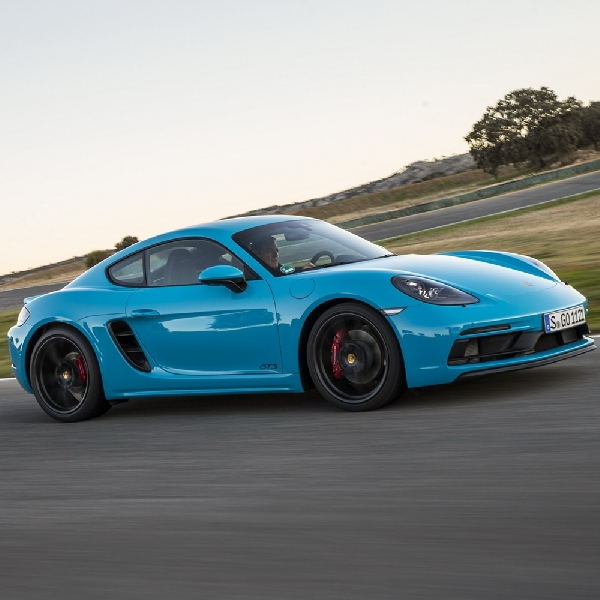 Porsche Revisi Penuh Model 718 GTS