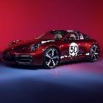Porsche 911 Targa 4S dengan Heritage Design dengan Jam Tangan yang Linear