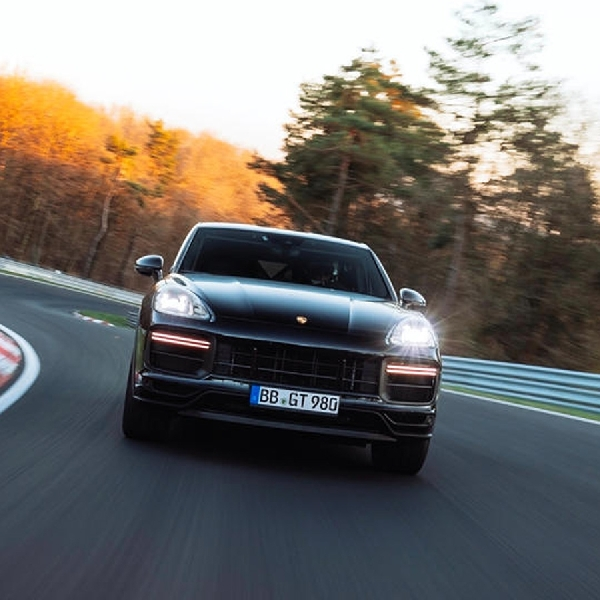 Porsche Cayenne Turbo Coupe Cetak Rekor Baru Di Nurburgring