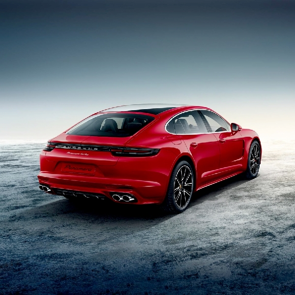 Panamera Turbo Executive Penutup 2016 dari Porsche Exclusive