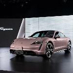 Porsche Pamer Teaser Varian Taycan RWD Untuk Eropa