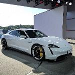 Mengenal Taycan Turbo S, Mobil Listrik Pedana Porsche