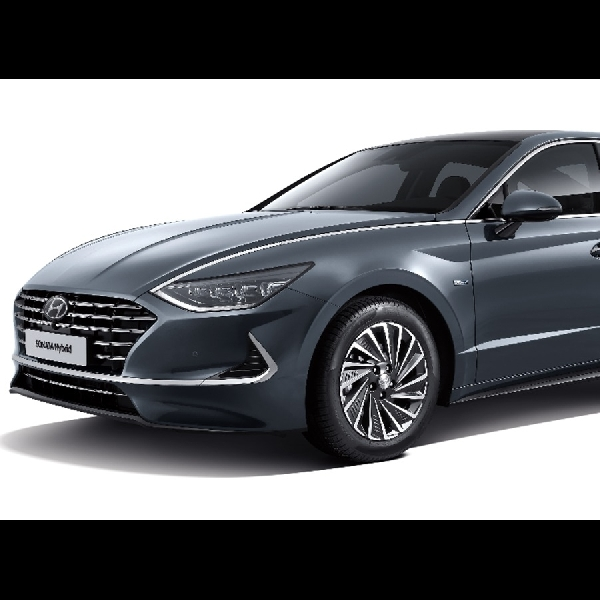 Hyundai Sonata Baru Kini Punya Atap Panel Surya