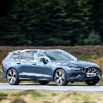 Volvo V60 Dinobatkan Sebagai Estate Car of the Year