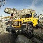 Dinosaurus Meriahkan Acara Promosi Touring Jeep Wrangler