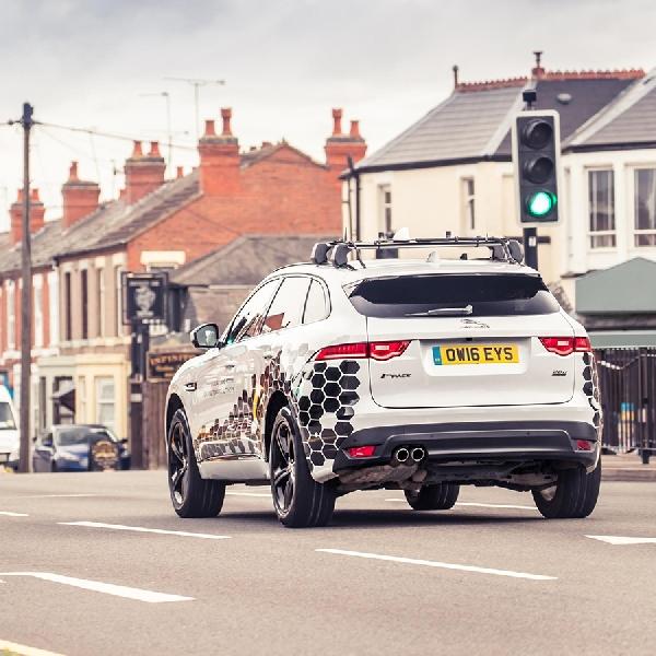 Jaguar Land Rover Kembangkan Fitur GLOSA