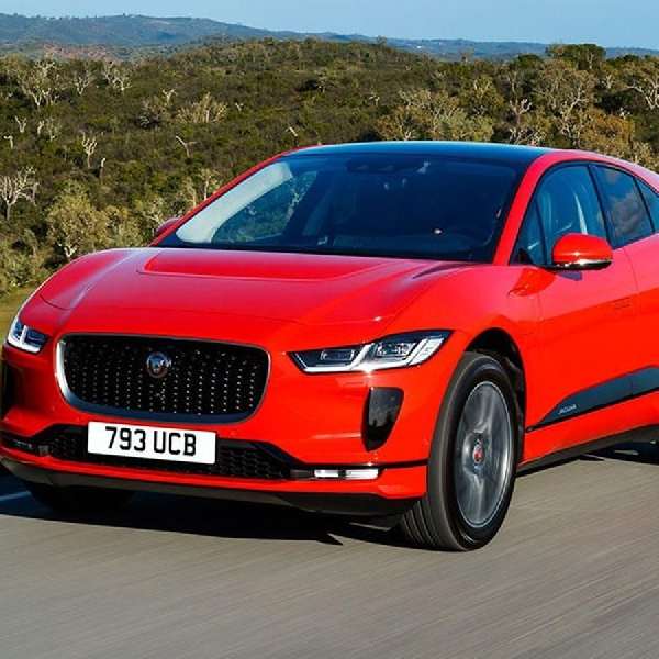 Jaguar I-PACE Raih Penghargaan Car of The Year