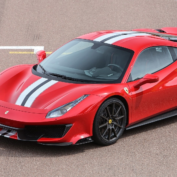 Ferrari 488 Pista Raih Penghargaan Supercar of the Year