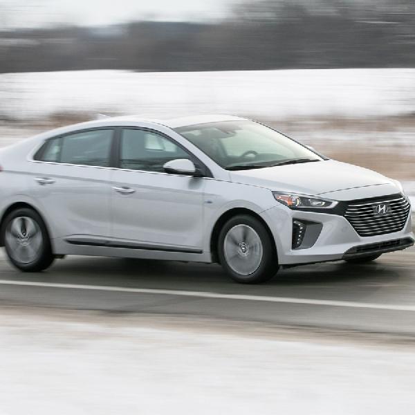 Hyundai IONIQ Sabet Dua Penghargaan dari Carbuyer