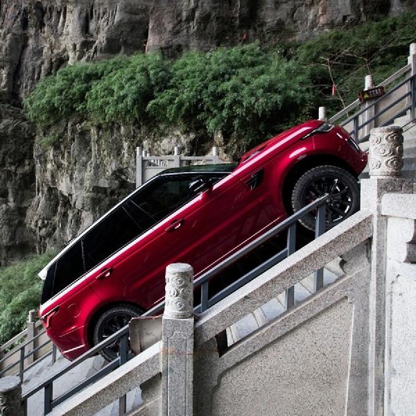 Range Rover Sport P400e Disiksa Taklukan 999 Anak Tangga Heaven Gate