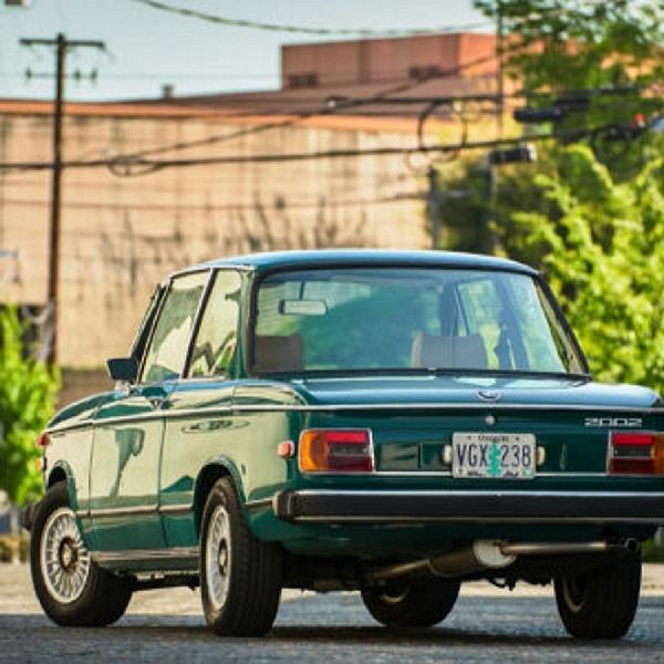 Rasakan Masa Keemasan BMW dengan Sang Ikon 2002