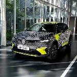 Renault Ungkap Megane E-Tech Electric Dengan 30 Mobil Pra-Produksi