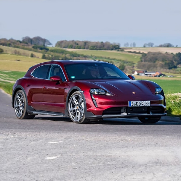 Review Lengkap Porsche Taycan Cross Turismo 2021