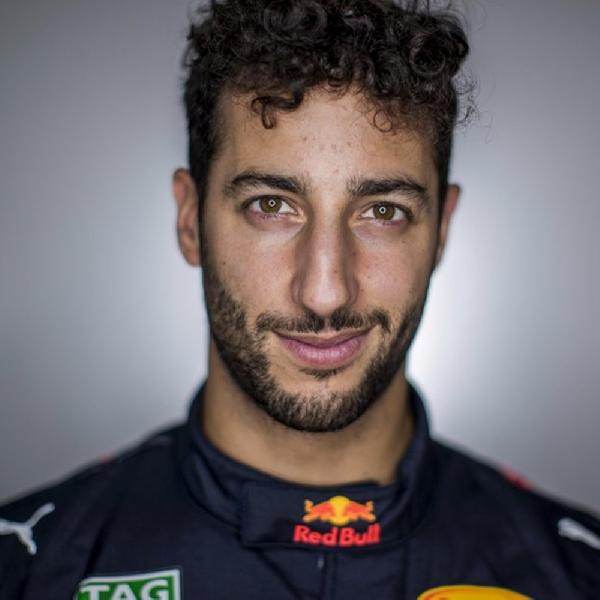 Ricciardo Puas Finish di Depan Hamilton