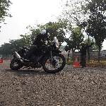 Royal Enfield Sukse Gelar Sesi Safety Riding