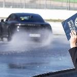 Sebagai Kendaraan Listrik, Porsche Taycan Cetak Rekor Dunia