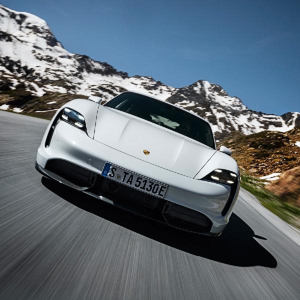 Selain Lebih Banyak Fitur, Porsche Taycan Dilengkapi Suspensi Smartlift