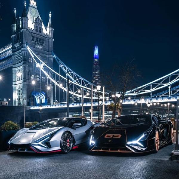 Sepasang Lamborghini Sian 2021 Mendarat di London